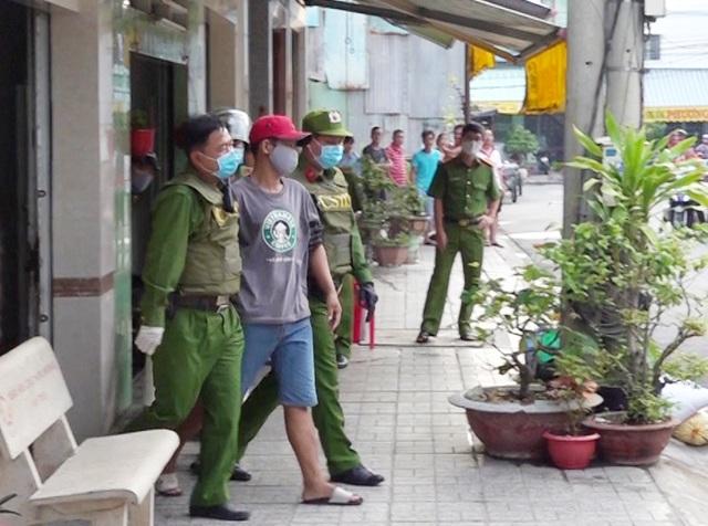 Cảnh sát kịp thời ngăn chặn đối tượng ngáo đá định đốt nhà - 1