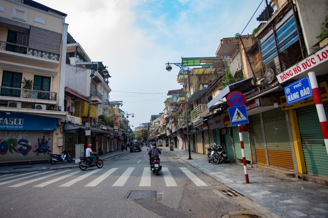 Loạt cửa hàng ở Hà Nội trả mặt bằng, chủ nhà méo mặt tìm khách thuê - 1