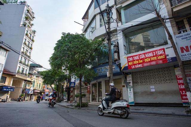 Loạt cửa hàng ở Hà Nội trả mặt bằng, chủ nhà méo mặt tìm khách thuê - 8