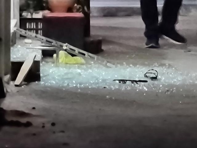 Vụ nổ súng thị uy trong khu dân cư: Liên quan đến nợ tiền cá độ bóng đá - 2