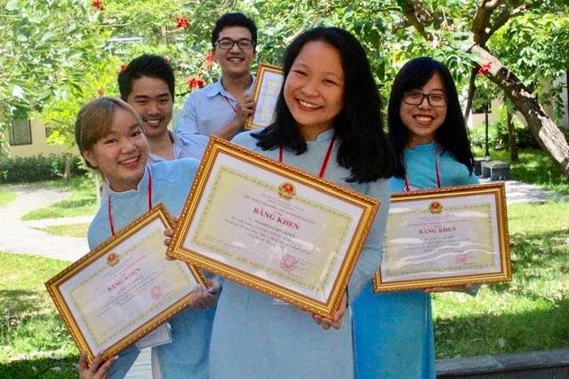 """Viết luận """"tôi là một phi công"""", nữ sinh Đà Nẵng nhận học bổng 5,6 tỉ đồng - 2"""