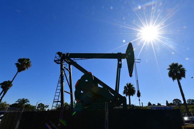 Chính quyền ông Trump bối rối không biết làm sao khi giá dầu xuống mức âm - 1