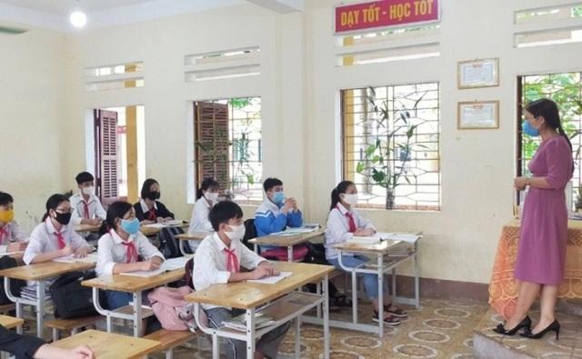 """Học sinh hào hứng trở lại trường học sau """"kỳ nghỉ bất đắc dĩ"""" - 3"""