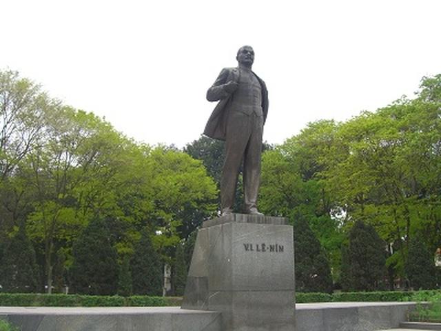 Trưởng ban Tuyên giáo TƯ dâng hoa kỷ niệm 150 năm Ngày sinh V.I.Lênin - 1
