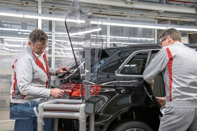 Có gì khác biệt bên trong các nhà máy ô tô mùa dịch Covid-19? - 1