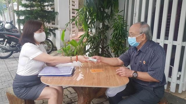 Đà Nẵng: Niềm vui của ông già, bà cả được nhận lương hưu tháng 4,5 tại nhà - 2