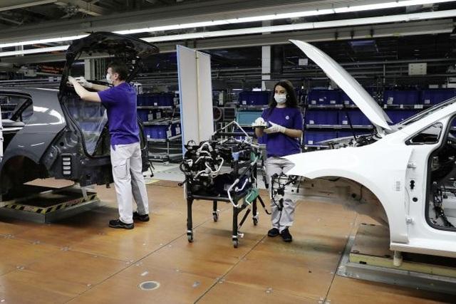 Có gì khác biệt bên trong các nhà máy ô tô mùa dịch Covid-19? - 20