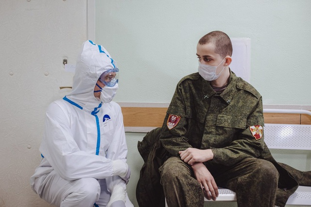 Bác sĩ Nga: Cuộc chiến không súng đạn chống Covid-19 đáng sợ hơn nhiều - 4