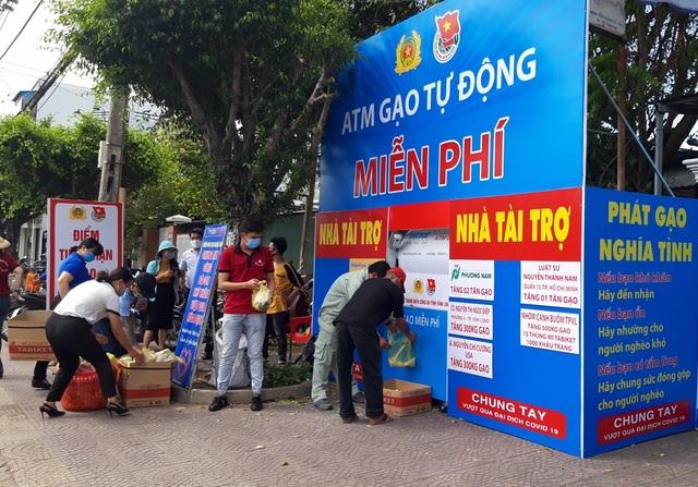 ATM gạo nghĩa tình cho người dân nghèo Vĩnh Long - 2