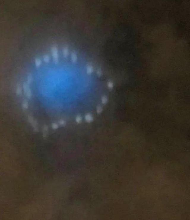 Bí ẩn sự xuất hiện của đám mây lạ phát ra ánh sáng xanh - Ảnh minh hoạ 3