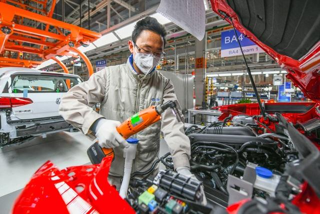 Có gì khác biệt bên trong các nhà máy ô tô mùa dịch Covid-19? - 22