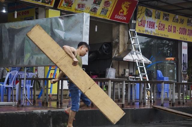 Hà Nội: Các cơ sở kinh doanh tất bật dọn dẹp để mở cửa trở lại - 7