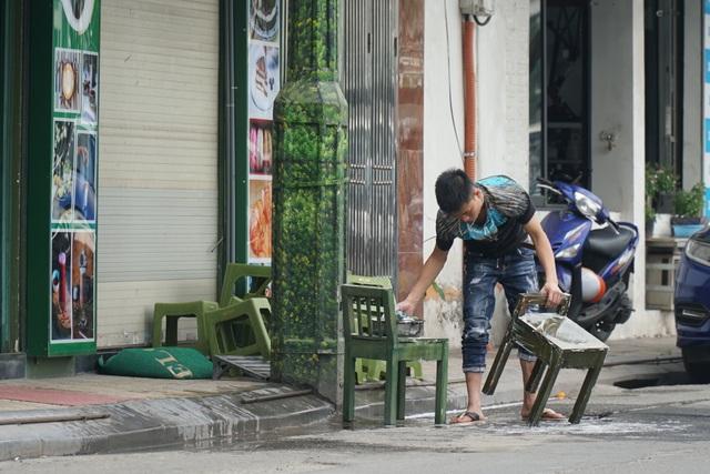 Hà Nội: Các cơ sở kinh doanh tất bật dọn dẹp để mở cửa trở lại - 8