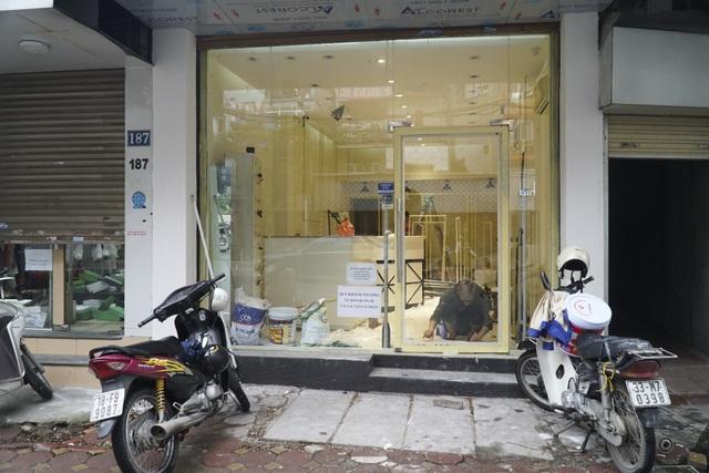 Hà Nội: Các cơ sở kinh doanh tất bật dọn dẹp để mở cửa trở lại - 11