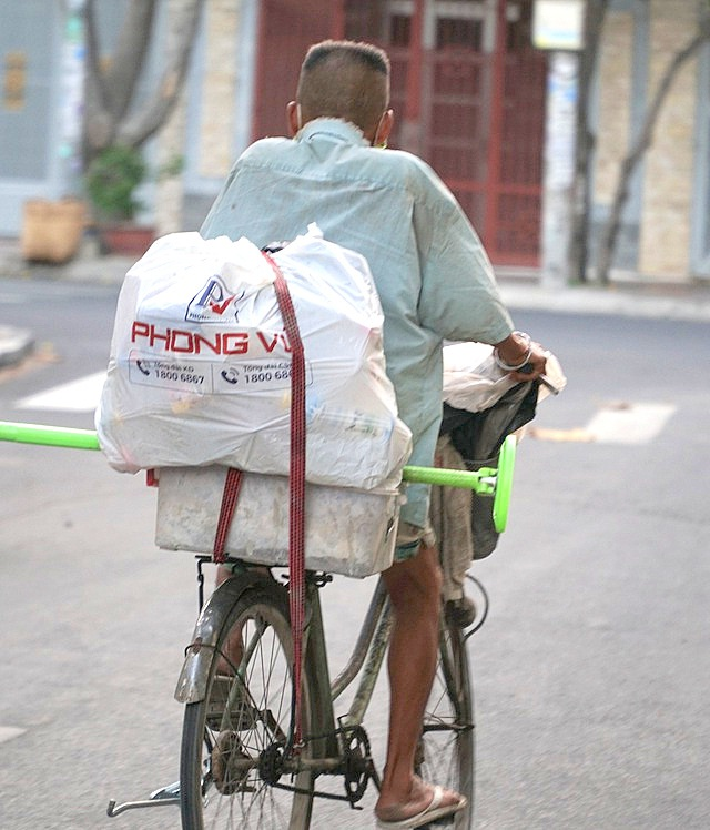 Người bán hàng rong, quét rác vui vì sẽ được hỗ trợ từ gói 62.000 tỷ đồng - 1