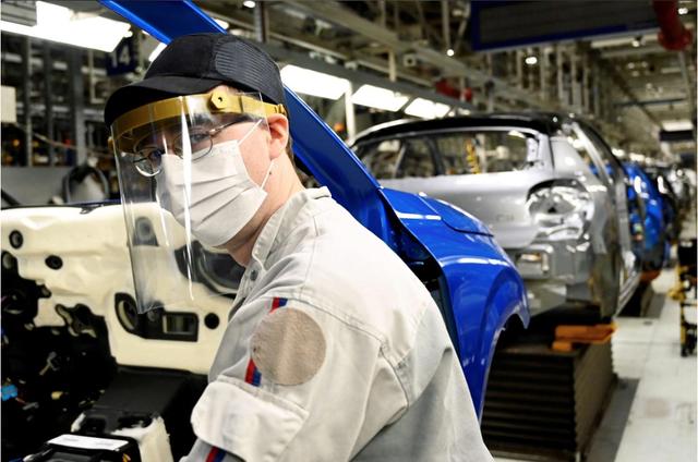 Có gì khác biệt bên trong các nhà máy ô tô mùa dịch Covid-19? - 15