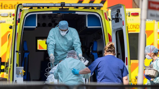 Tại sao tỉ lệ bệnh nhân Covid-19 được chữa khỏi tại Anh chỉ chưa đến 0,5% - 2