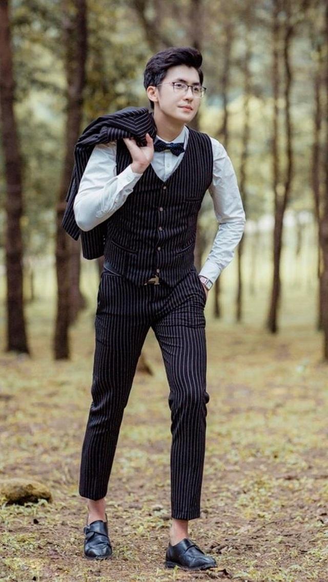 Thầy giáo khó tính nhưng đẹp trai như tài tử điện ảnh gây sốt - 2