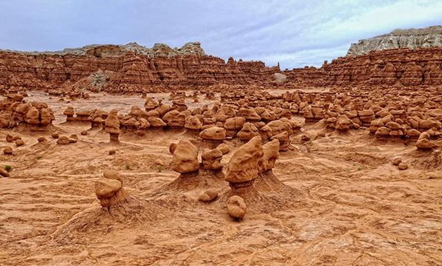 Thung lũng yêu tinh khiến du khách ngỡ lạc tới sao Hỏa - 1