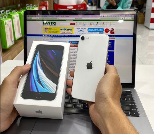 Trên tay iPhone SE 2020 đầu tiên tại Việt Nam  - 3