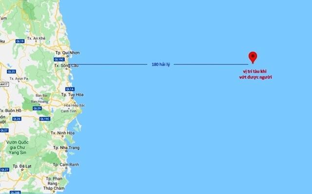Ngư dân Bình Định cứu một người Philippines đang lênh đênh giữa biển - 1