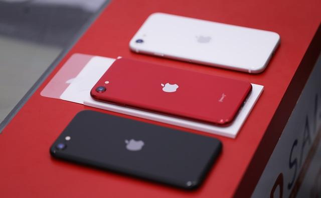 Trên tay iPhone SE 2020 đầu tiên tại Việt Nam  - 2