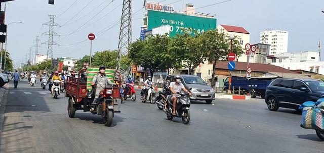 Người Sài Gòn ùa ra đường ngày không cách ly - 6