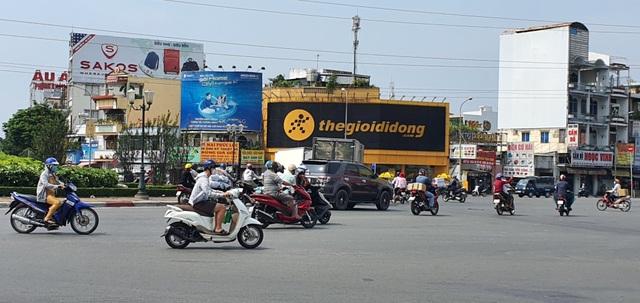 Người Sài Gòn ùa ra đường ngày không cách ly - 3