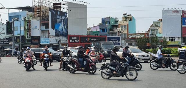 Người Sài Gòn ùa ra đường ngày không cách ly - 5