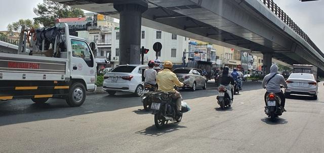 Người Sài Gòn ùa ra đường ngày không cách ly - 4