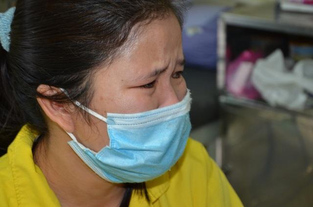Xót xa cảnh người vợ ngậm ngùi xin cơm từ thiện chăm chồng trong viện - 2