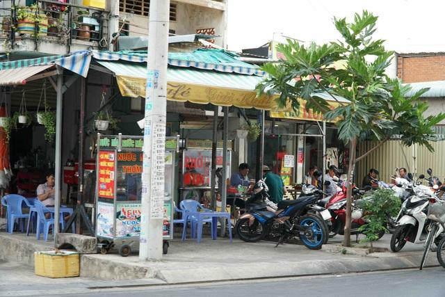 Người Sài Gòn ùa ra đường ngày không cách ly - 11
