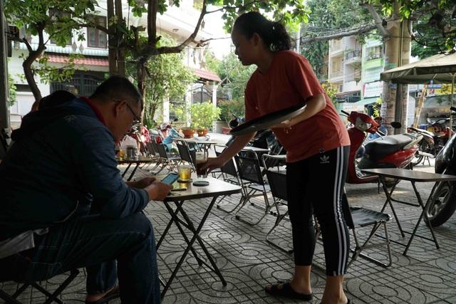 Người Sài Gòn ùa ra đường ngày không cách ly - 9