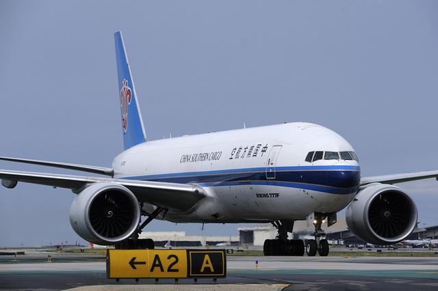 Các chuyến bay tới sân bay của Trung Quốc tăng đột biến khi máy bay của nhiều nước tới đây để mua vật tư y tế. (Ảnh minh họa: AP)