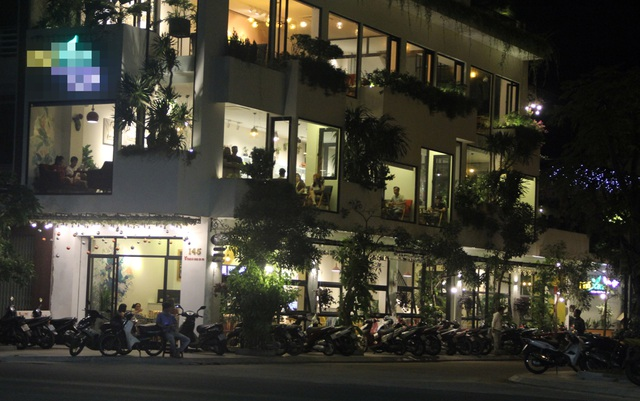 """Phú Yên: Vừa được """"nới lỏng"""", giới trẻ đã ùn ùn kéo đến quán xá - 9"""