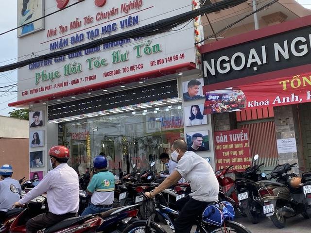 TPHCM: Tiệm cắt tóc có bị cấm hoạt động? - 1