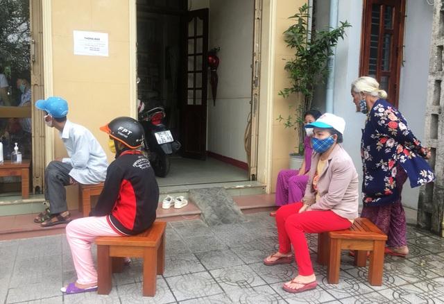Gần 1.800 người bán vé xổ số tại Thừa Thiên Huế được nhận tiền hỗ trợ - 1