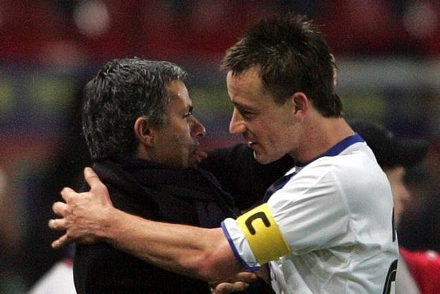 John Terry khóc như mưa, cầu xin đừng sa thải HLV Mourinho - 1