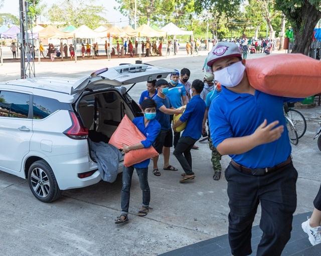 Bình Định: Hơn 3.500 công nhân mất việc được nhận gạo miễn phí - 4