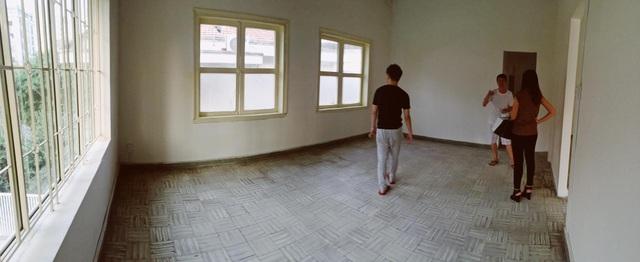Đi ở thuê vẫn bỏ 500 triệu đồng sửa lại nhà cũ thấm dột 70 năm tuổi - 1