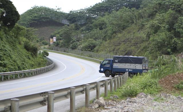 Dân tiếp tục phá rào chắn, mở quán ăn trên tuyến cao tốc dài nhất Việt Nam - 6