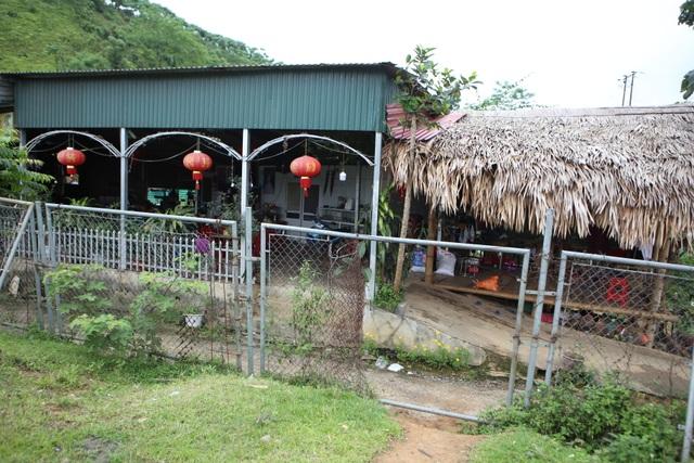 Dân tiếp tục phá rào chắn, mở quán ăn trên tuyến cao tốc dài nhất Việt Nam - 9