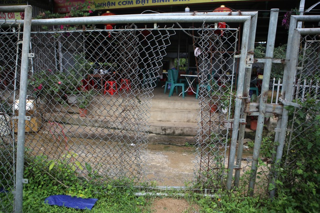 Dân tiếp tục phá rào chắn, mở quán ăn trên tuyến cao tốc dài nhất Việt Nam - 10