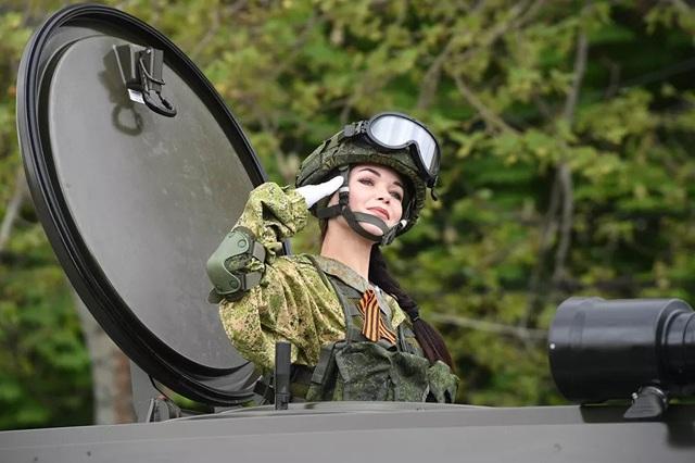 """Những """"bông hồng thép"""" trong lực lượng vũ trang Nga - 3"""