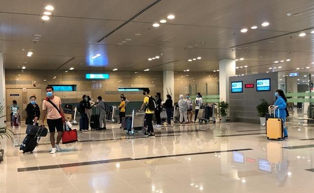 Cần Thơ đón và cách ly 215 công dân về từ Singapore - 1