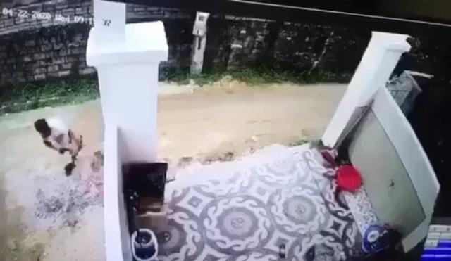 Vụ lùi xe cán chết cháu bé rồi phi tang xác: Tài xế có họ với nạn nhân - 2