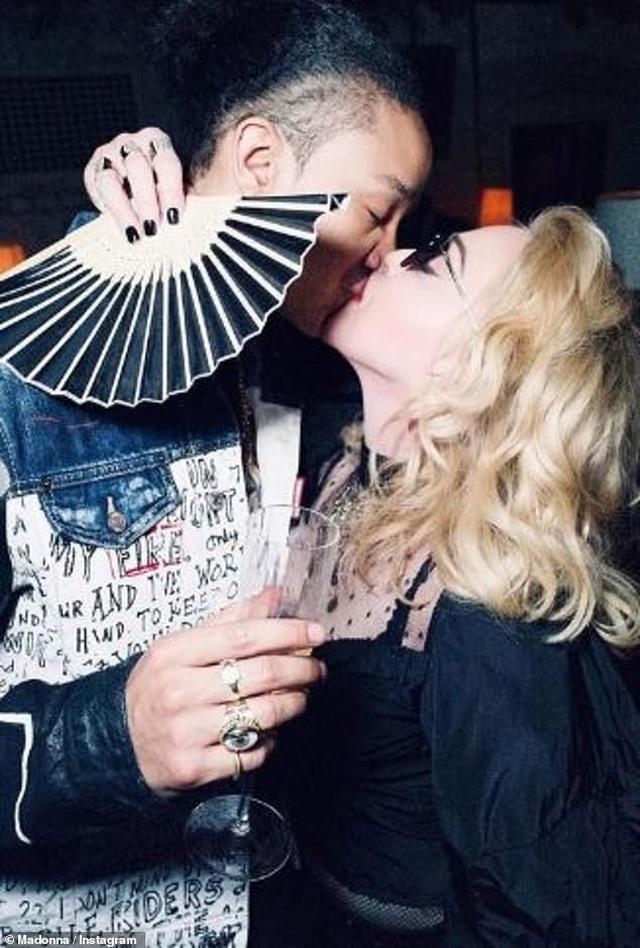 Madonna hết lời khen bồ kém 35 tuổi - 2