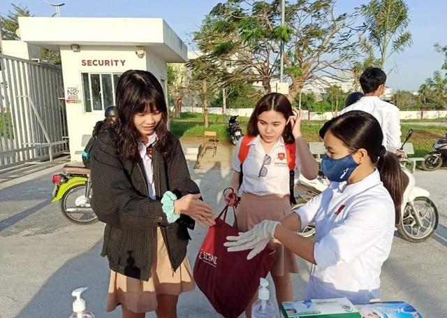 Ninh Thuận: Học sinh lớp 9, 12 đi học trở lại kể từ ngày 27/4 - 1