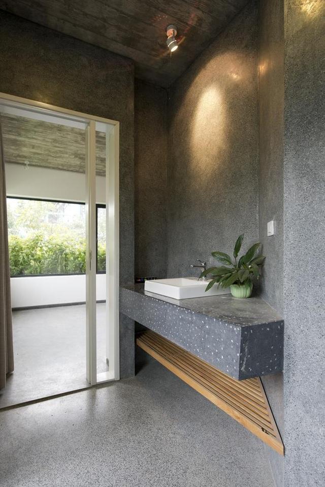 Hà Nội: Biệt thự 3 tầng phủ kín cây xanh đẹp lạ giữa lòng phố cổ - 9