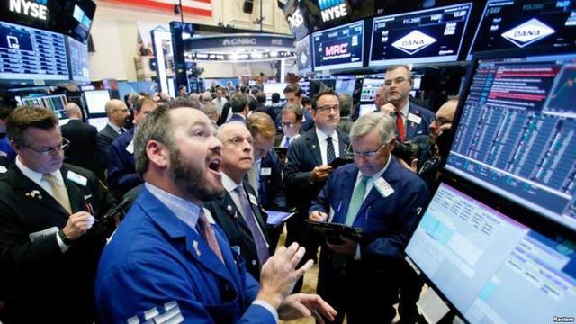 """Cách nhà đầu tư giàu có sử dụng tiền mặt khi thị trường """"lao dốc"""" - 1"""